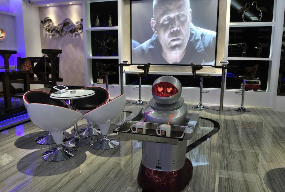 In Pengheng Space Capsules Hotel in China all staff were replaced by robots